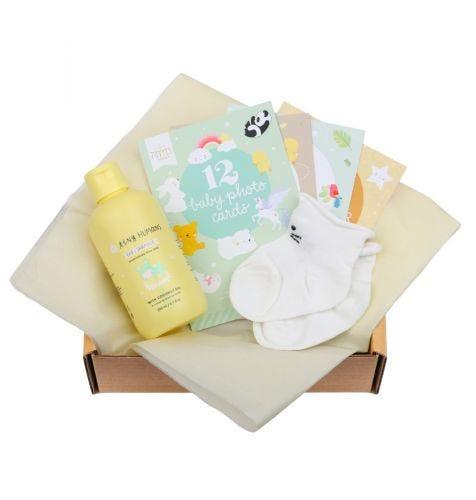 Baby giftbox met Tiny Humans Baby Shampoo, 12 dubbelzijdige Baby Photo Cards, babysokjes (0-3 maanden, model sokjes kan afwijken van de afbeelding)